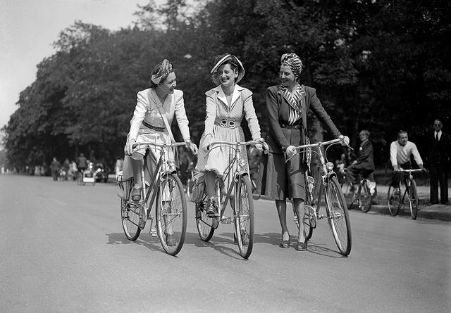 H_catwalk_yourself_1940s_bicycle.jpg
