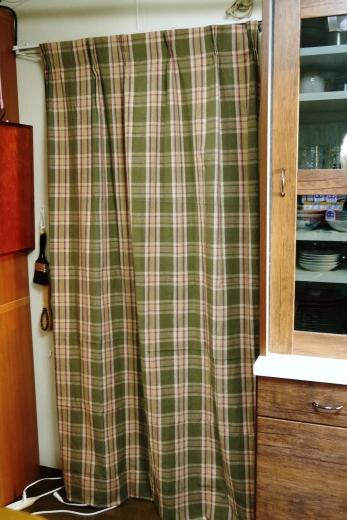 部屋の入口のカーテン