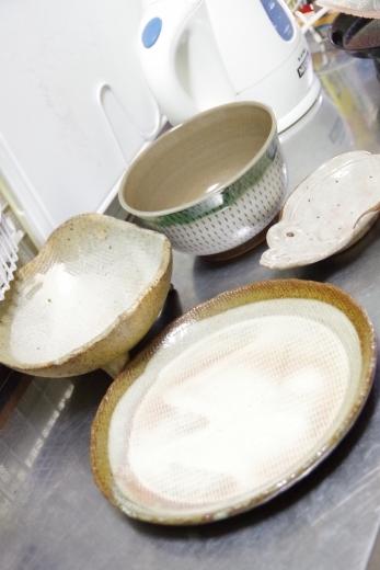 小石原焼きのお皿と、ついでに手入れした古い皿