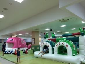 子供の究極の遊び場!アメイジングワールド「ルララこうほく店」に行く!多摩センター店より動線がいまいち?