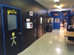 横田基地 フロストバイトロードレース トイレ待ちの列 体育館