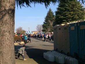 横田基地 フロストバイトロードレース トイレ待ちの列