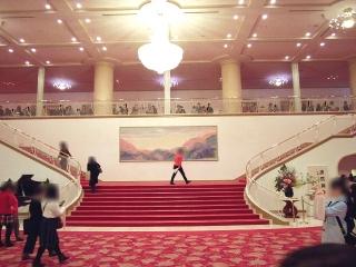 160104_3704「宝塚大劇場」正面大階段VGA