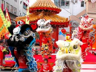 160208_神戸・南京町「春節祭」中国獅子舞001VGA