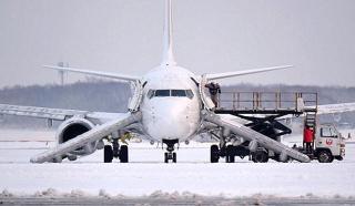 160223_JAL3512便新千歳→福岡離陸直前にエンジンから発煙緊急脱出_m_mainichi-20160223k0000e040269000c_640x372