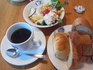 160301_3810「神戸屋レストラン」のパン+サラダセット