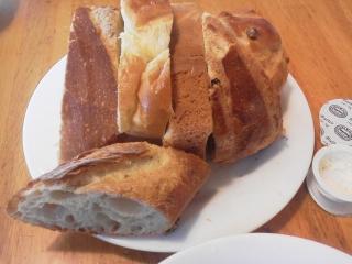 160301_3811「神戸屋レストラン」のパン+サラダセット