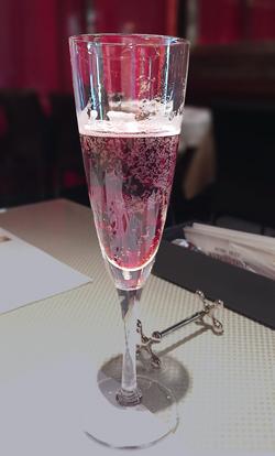 赤いスパークリングワイン