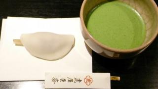 虎屋菓寮 はなびら餅と抹茶¥1296a
