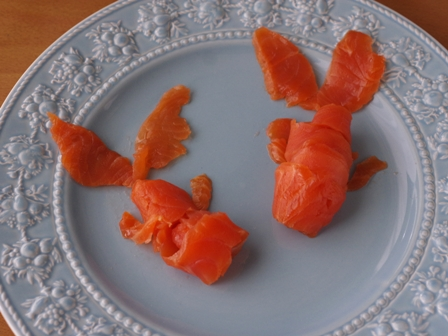 金魚に見立てたサーモンときゅうりのお造りいくら添え01