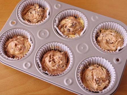 混ぜていくだけ簡単手順で本格マーブルチョコのカップケーキ07