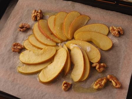焼きリンゴのせパンケーキくるみ添えじんわり甘いあったか03