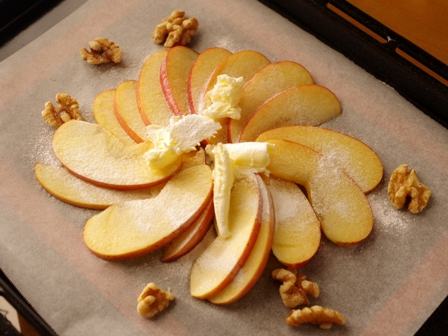 焼きリンゴのせパンケーキくるみ添えじんわり甘いあったか01