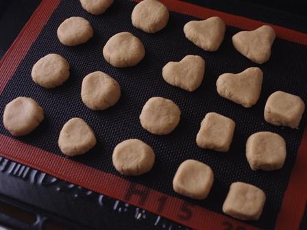 ホワイトチョコレートとシナモンシュガーのポルボロン09