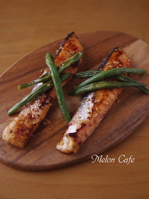こんがりおいしい銀鮭の香りごま焼き