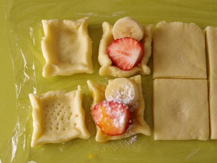 ホットケーキミックスで簡単デニッシュパンいちごとバナナ03
