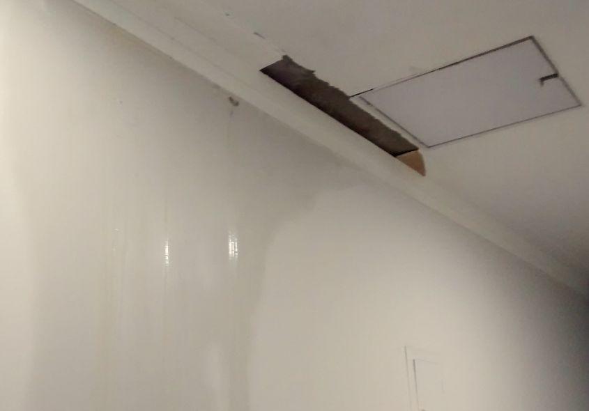 雨漏りで天井落下