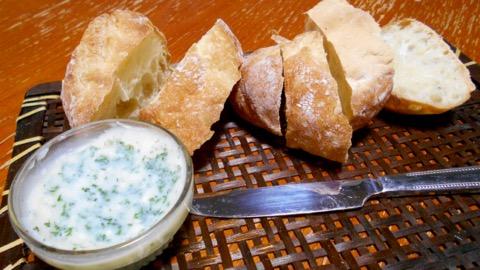 ガーリックバターとパン