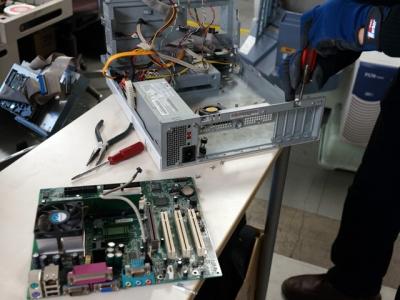 パソコンの修理中