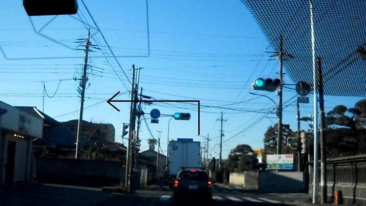 すき家犢橋店横の一時停止違反取締り、16号から信号左折