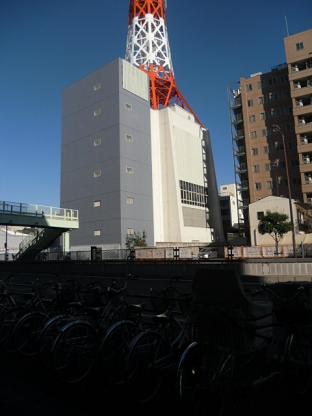 5 ビルと塔の下部