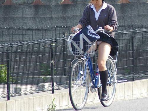 【盗撮画像】自転車通学中のJKは適当に歩いててもパンチラ見えてる説 41枚 No.1