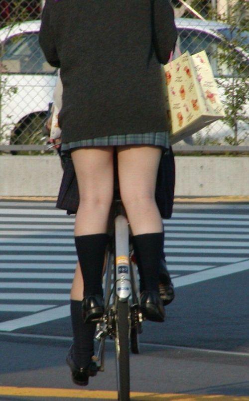 【盗撮画像】自転車通学中のJKは適当に歩いててもパンチラ見えてる説 41枚 No.5