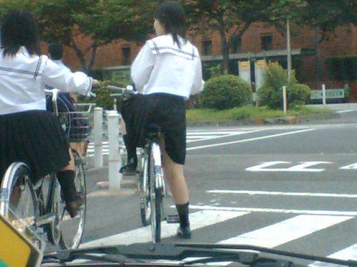 【盗撮画像】自転車通学中のJKは適当に歩いててもパンチラ見えてる説 41枚 No.7