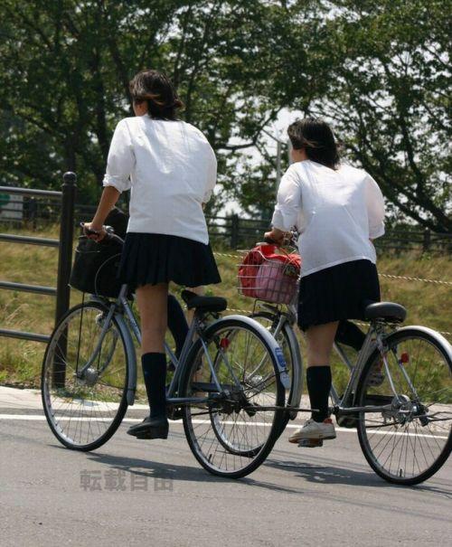 【盗撮画像】自転車通学中のJKは適当に歩いててもパンチラ見えてる説 41枚 No.10