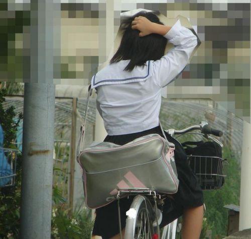 【盗撮画像】自転車通学中のJKは適当に歩いててもパンチラ見えてる説 41枚 No.16