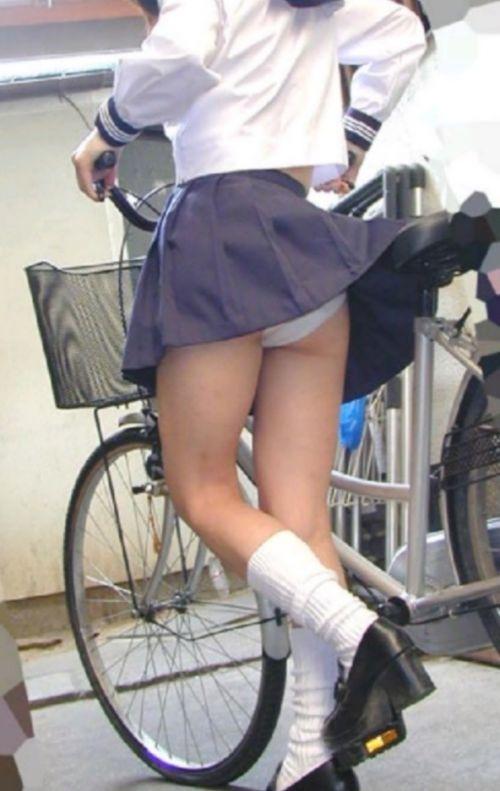 【盗撮画像】自転車通学中のJKは適当に歩いててもパンチラ見えてる説 41枚 No.18