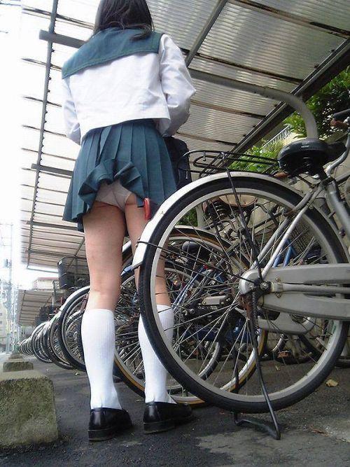 【盗撮画像】自転車通学中のJKは適当に歩いててもパンチラ見えてる説 41枚 No.19