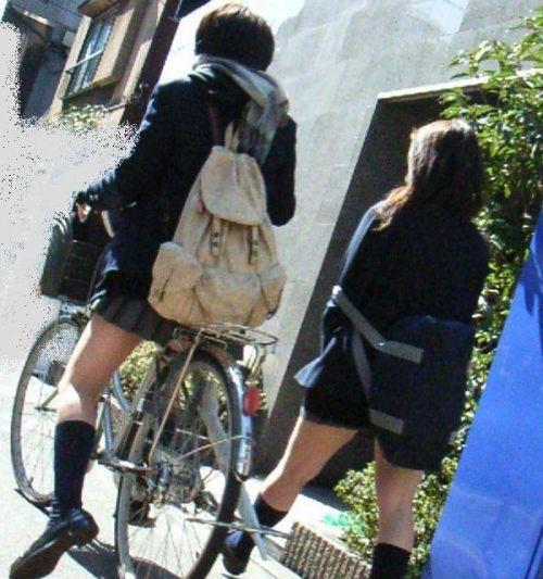 【盗撮画像】自転車通学中のJKは適当に歩いててもパンチラ見えてる説 41枚 No.20