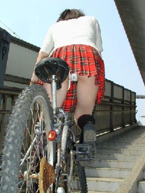 【盗撮画像】自転車通学中のJKは適当に歩いててもパンチラ見えてる説 41枚 No.21