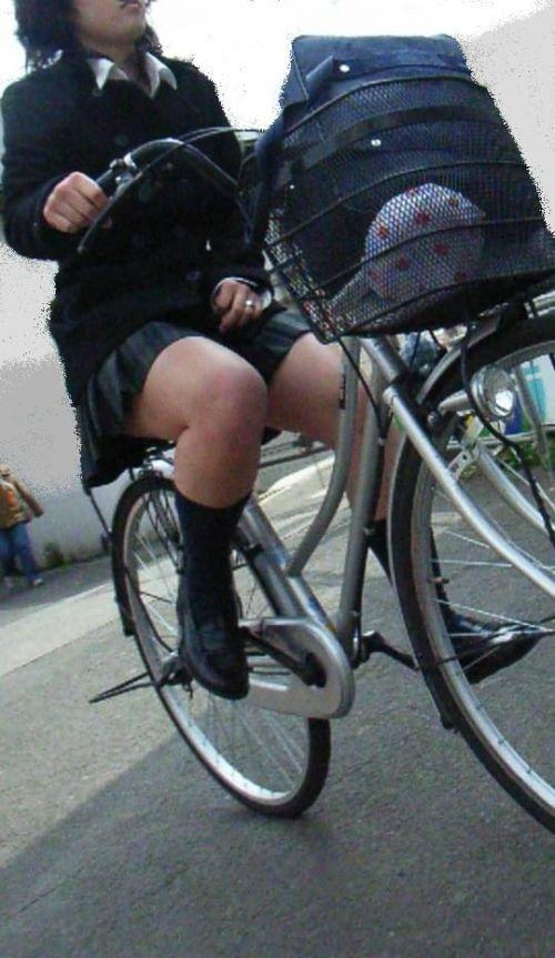 【盗撮画像】自転車通学中のJKは適当に歩いててもパンチラ見えてる説 41枚 No.24