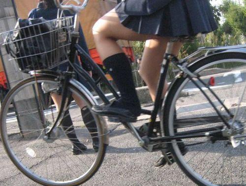 【盗撮画像】自転車通学中のJKは適当に歩いててもパンチラ見えてる説 41枚 No.25