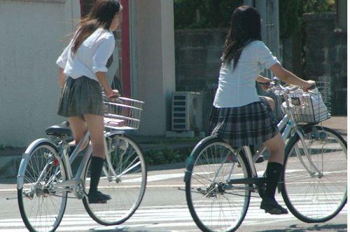【盗撮画像】自転車通学中のJKは適当に歩いててもパンチラ見えてる説 41枚 No.29