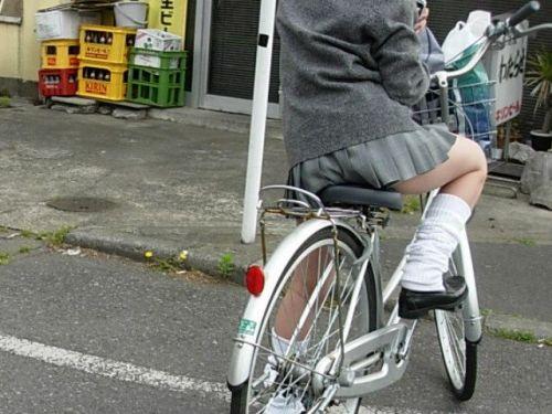 【盗撮画像】自転車通学中のJKは適当に歩いててもパンチラ見えてる説 41枚 No.30