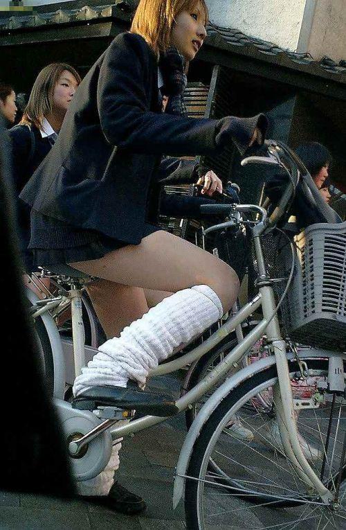 【盗撮画像】自転車通学中のJKは適当に歩いててもパンチラ見えてる説 41枚 No.34