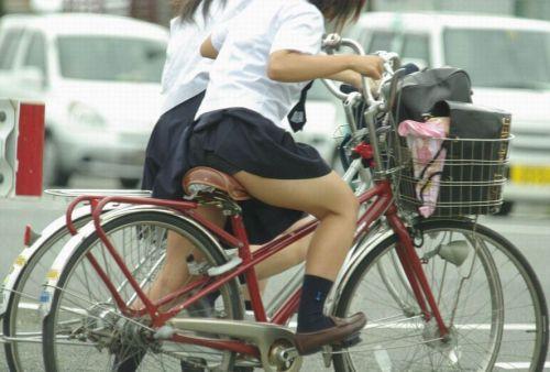 【盗撮画像】自転車通学中のJKは適当に歩いててもパンチラ見えてる説 41枚 No.38