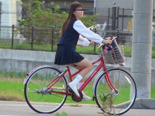 【盗撮画像】自転車通学中のJKは適当に歩いててもパンチラ見えてる説 41枚 No.40