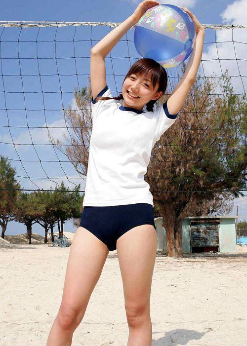 【画像】お尻を付き出したブルマ女子高生の股間エロ過ぎ! 39枚 No.9