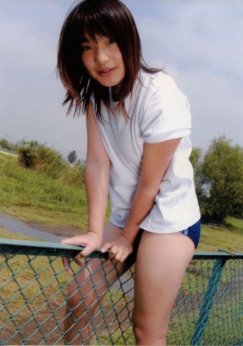【画像】お尻を付き出したブルマ女子高生の股間エロ過ぎ! 39枚 No.11