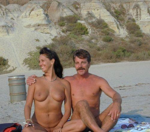 全裸巨乳外人だけを厳選したヌーディストビーチの盗撮画像 35枚 No.17