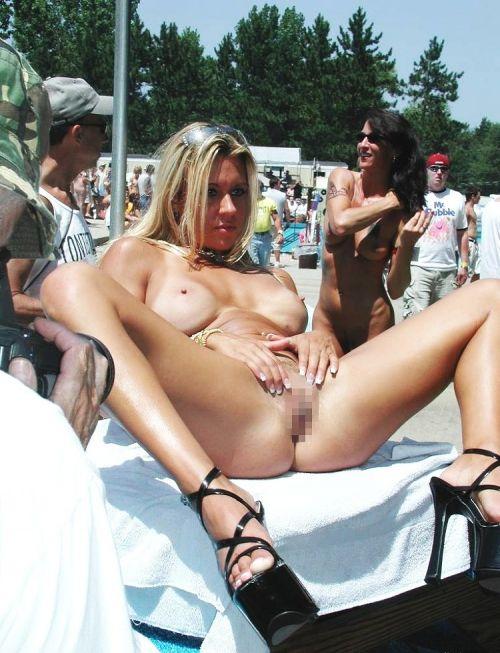 全裸巨乳外人だけを厳選したヌーディストビーチの盗撮画像 35枚 No.19