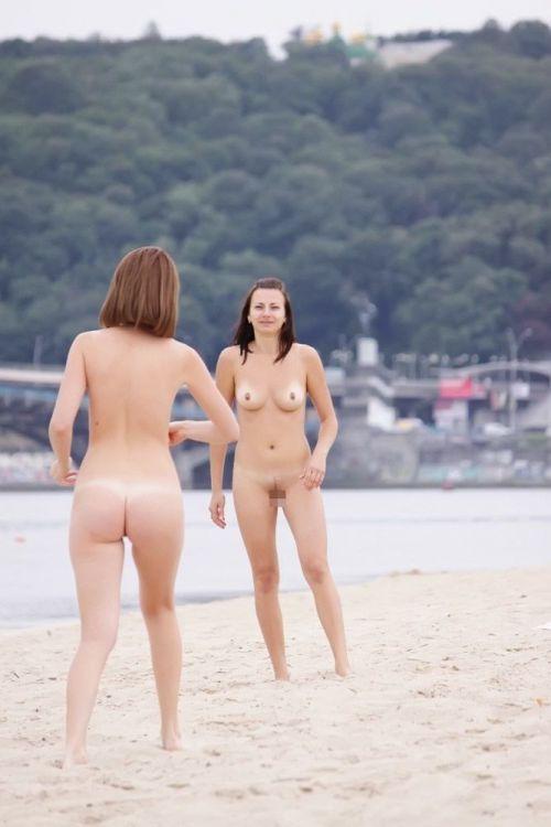 全裸巨乳外人だけを厳選したヌーディストビーチの盗撮画像 35枚 No.22