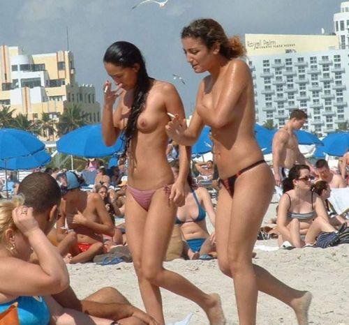 全裸巨乳外人だけを厳選したヌーディストビーチの盗撮画像 35枚 No.24
