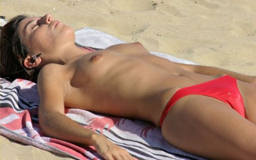 全裸巨乳外人だけを厳選したヌーディストビーチの盗撮画像 35枚 No.29