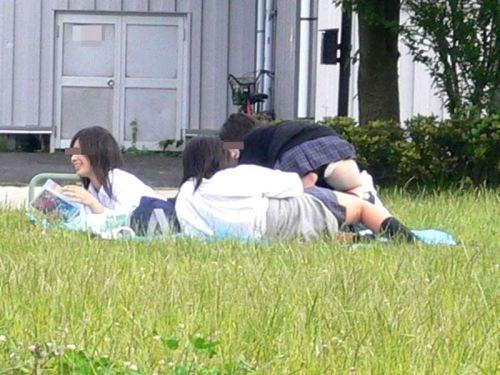 ミニスカ女子高生がお尻が突き出してパンモロ股間ぷっくりエロ画像 39枚 No.36