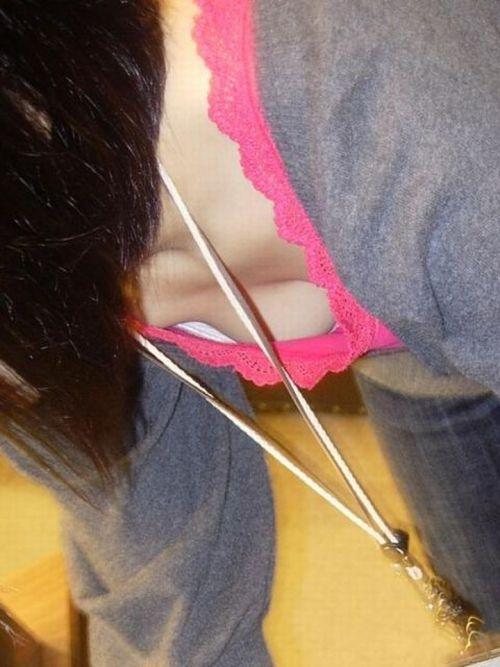 【画像】貧乳の胸チラを撮ったらほとんどポロリしてるんだがww 40枚 No.40